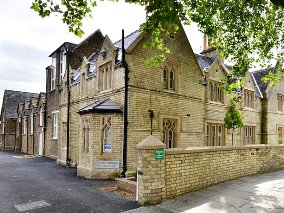 Axiom Arch Hotel is situated in a prime location in Upper Holloway close to Lauderdale House