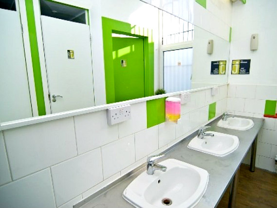 A typical bathroom at Journeys London Bridge Hostel