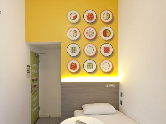 Single rooms at Enterprise Hotel London provide privacy