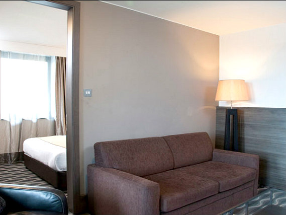The lounge room at Holiday Inn London Kingston South