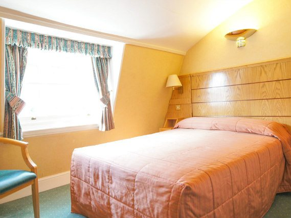 Surf the internA typical room at Nayland Hotel Londonet for free thanks to the WiFi