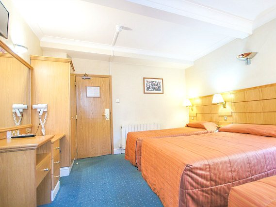 Quad rooms at Nayland Hotel London are the ideal choice for groups of friends or families