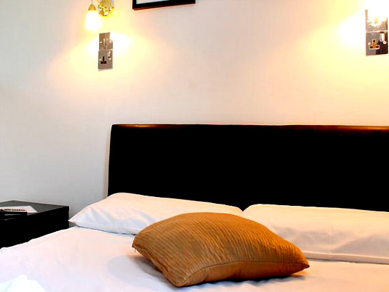 A double room at New Dawn Hotel London is perfect for a couple