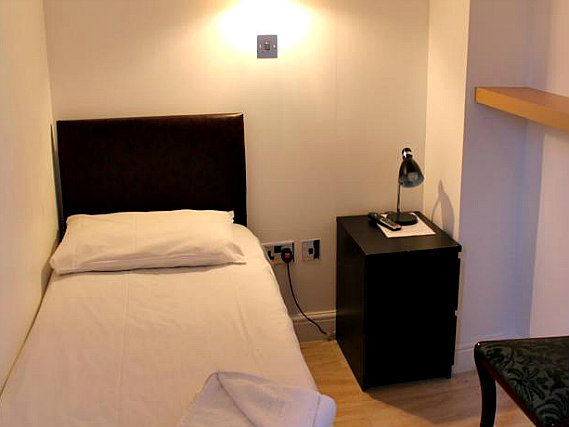 Single rooms at New Dawn Hotel London provide privacy
