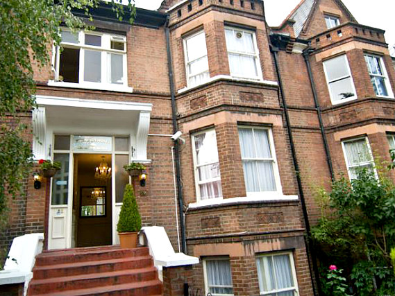 Five Kings Hotel is situated in a prime location in Tufnell Park