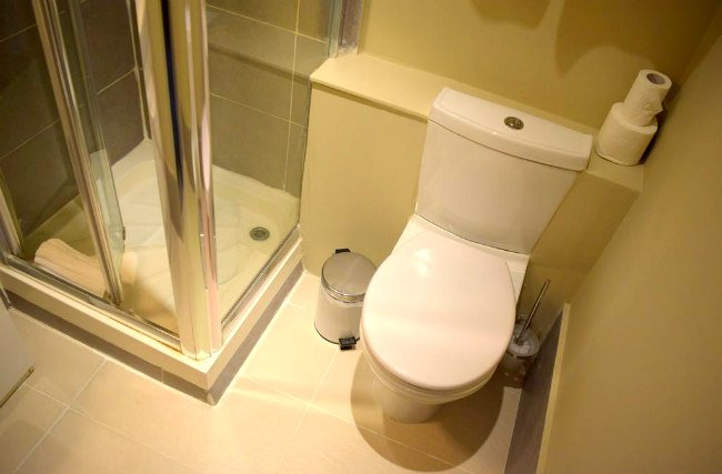 A typical bathroom at Griffin House Hotel