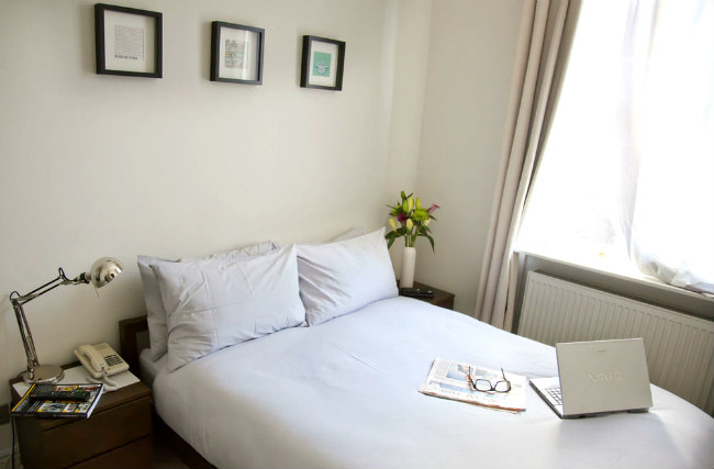 A comfortable double room at Griffin House Hotel