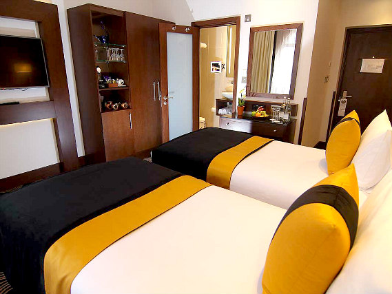 A typical twin room at Shaftesbury Piccadilly Hotel