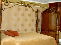 A four-poster bed at Wembley Hotel London
