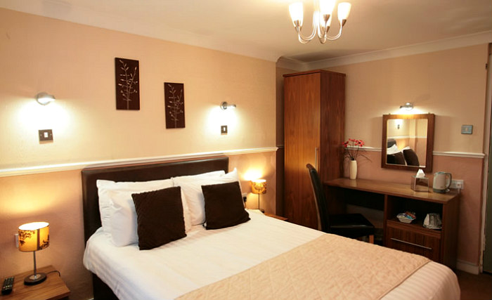 Get a good night's sleep in your comfortable room at Kelvingrove Hotel Glasgow