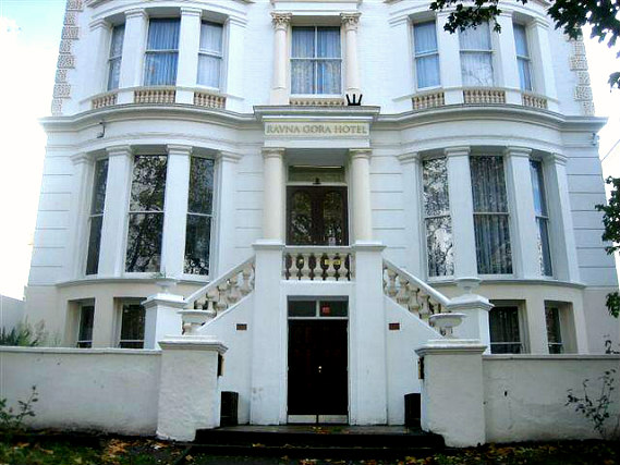 Ravna Gora Hotel is situated in a prime location in Notting Hill Gate close to Kensington Gardens