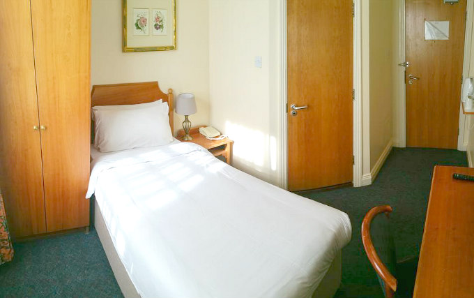 A comfortable single room at Victor Hotel London Victoria