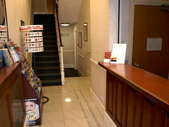 Victor Hotel London Victoria has a 24-hour reception