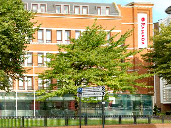 Ramada Hounslow - Heathrow East is situated in a prime location in Hounslow close to Kew Gardens