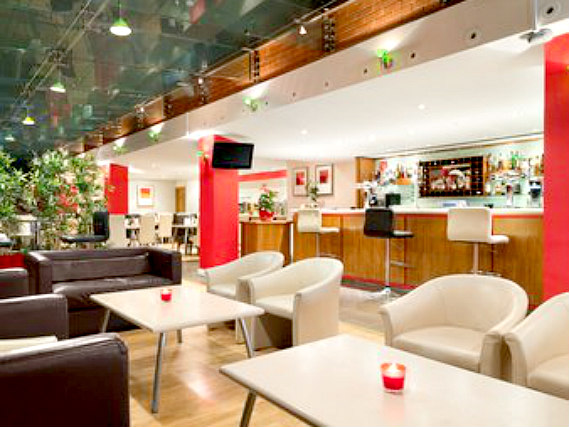 Relax in the lounge at Ramada Hounslow - Heathrow East