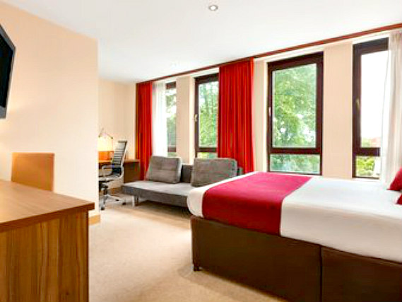 Single rooms at Ramada Hounslow - Heathrow East provide privacy