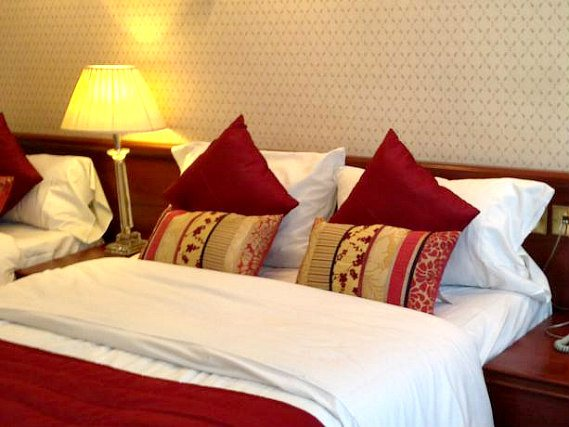 Quad rooms at Avon Hotel London are the ideal choice for groups of friends or families