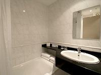 A typical bathroom at Central Park Hotel London