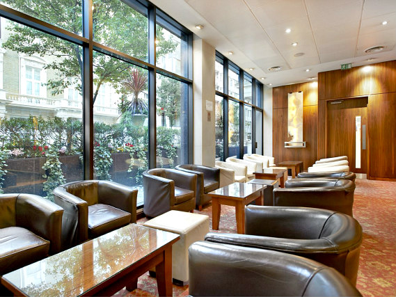 Relax in the lounge at Central Park Hotel London