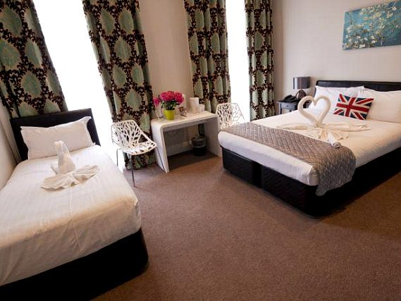 Triple rooms at O Paddington Hotel are the ideal choice for groups of friends or families