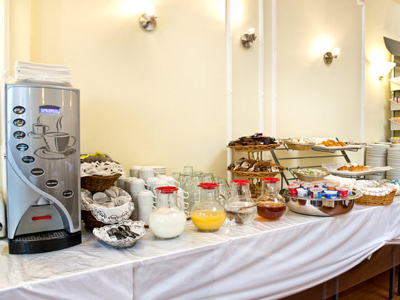 Enjoy a great breakfast at Astor Court Hotel