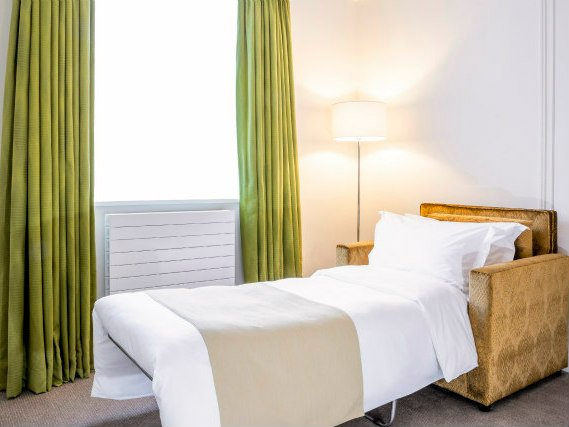 A comfortable single room at Astor Court Hotel