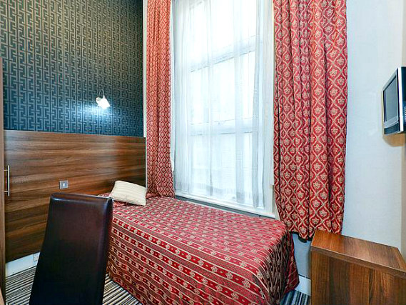 Single rooms at Hotel Oliver provide privacy