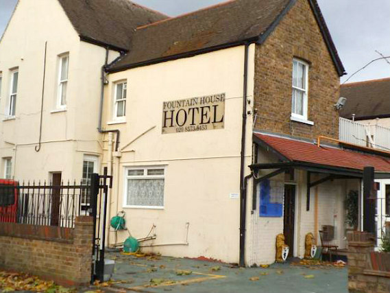 Fountain House Hotel is located close to London Heathrow Terminal 1
