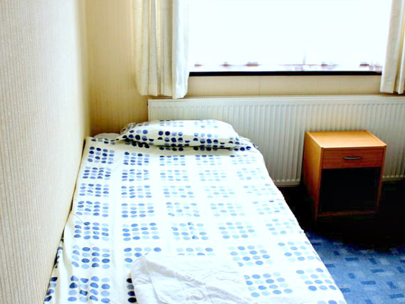 Single rooms at Heathrow Lodge provide privacy