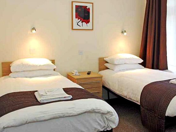 Central hotel golders green london book on for Golders green hotel