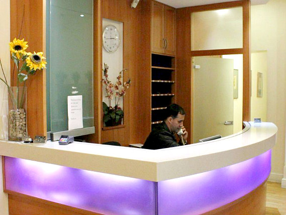 Grantly Hotel London has a 24-hour reception so there is always someone to help
