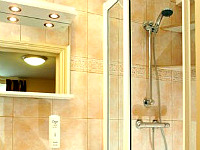 Comfort Inn Edgware Road's bedrooms include modern ensuite Bathrooms with luxurious power showers