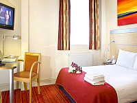 The comfortable rooms at Comfort Inn Edgware Road have modern furnishings and facilities