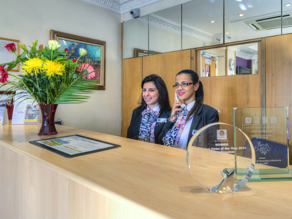 Staff at Comfort Inn Kings Cross speak Russian, Latvian, Italian, Hindi, French, Spanish, English and Azerbaijani