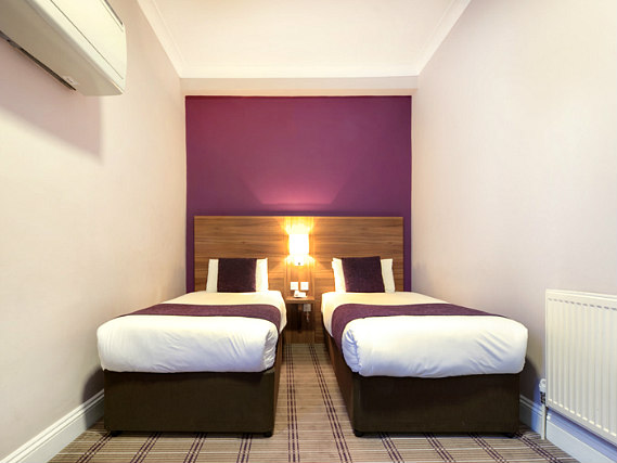 A twin room at Comfort Inn Kings Cross