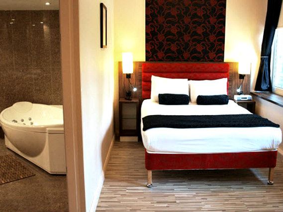 A double room at Comfort Inn London is perfect for a couple