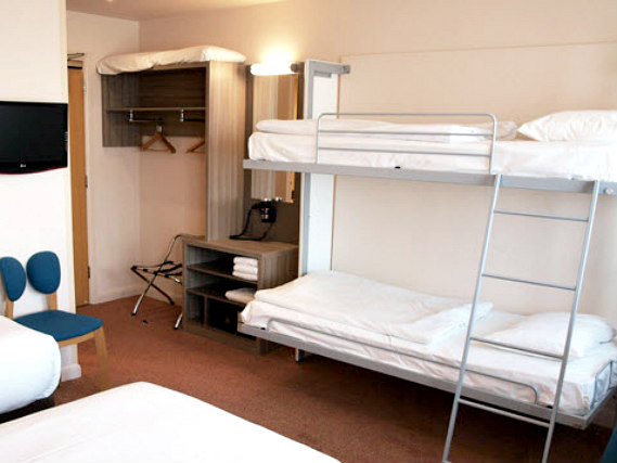 A typical dorm room at Comfort Inn London
