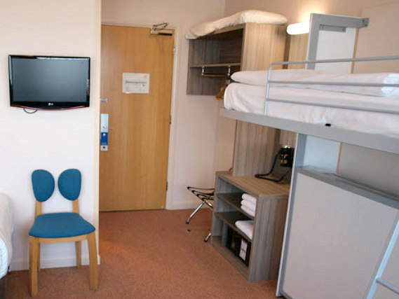 Dorm room at Comfort Inn London