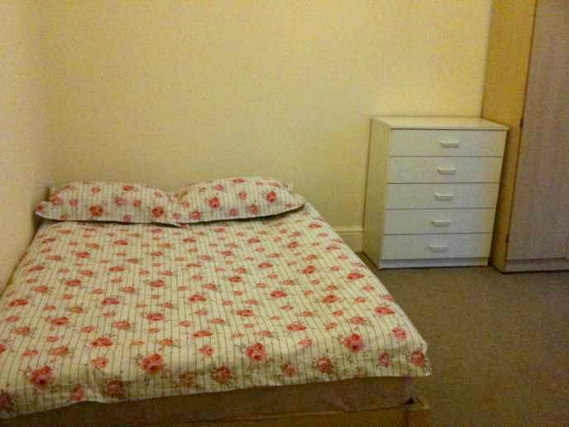 Typical Double room at the Tennyson House. Basic and Modest, cosy and comfortable
