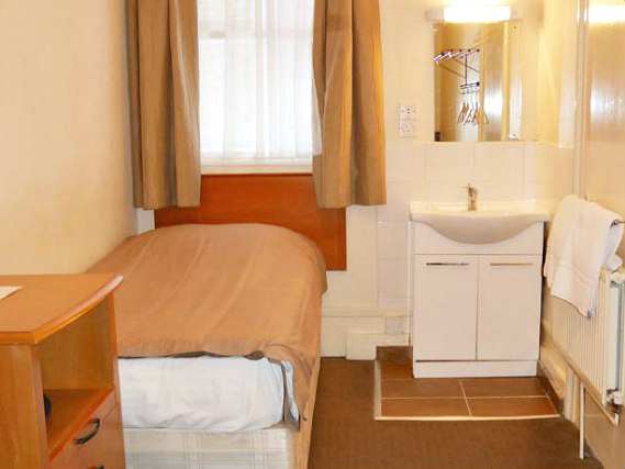 A single room at Queens Hotel Tufnell Park