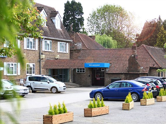 Bring your car and park at Best Western Gatwick Skylane Hotel