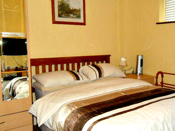 Get a good night's sleep in your comfortable room at Aberdeen Guest House London