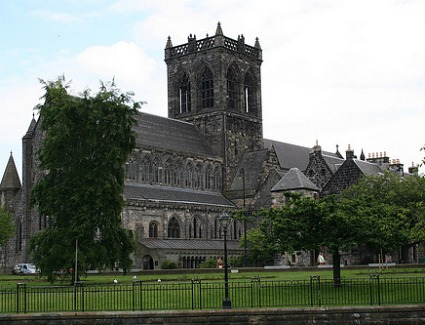 Book a hotel near Paisley Abbey