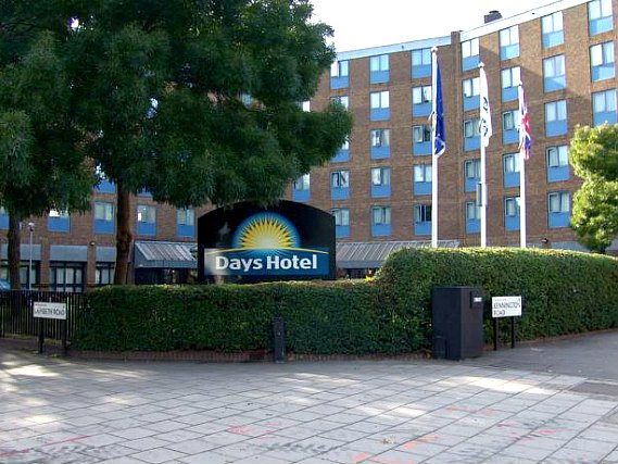 Days Hotel Waterloo is situated in a prime location in Waterloo close to Imperial War Museum