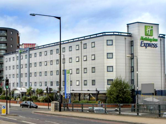 Holiday Inn Express Royal Docks is situated in a prime location in Docklands close to The O2 Arena
