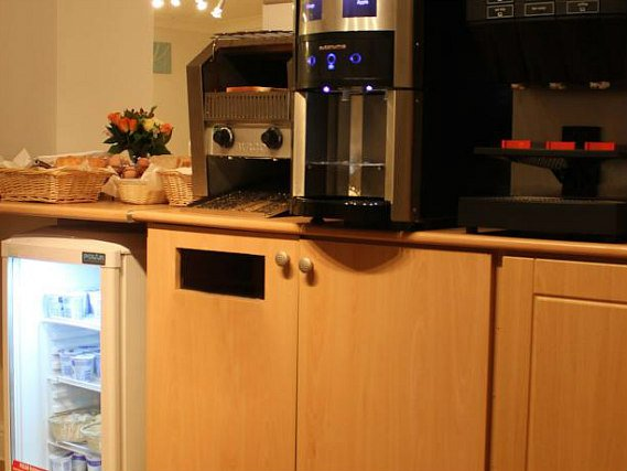 kitchen at Comfort Inn London - Westminster
