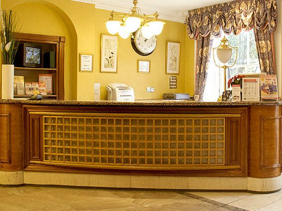 Pembridge Palace Hotel London has a 24-hour reception so there is always someone to help