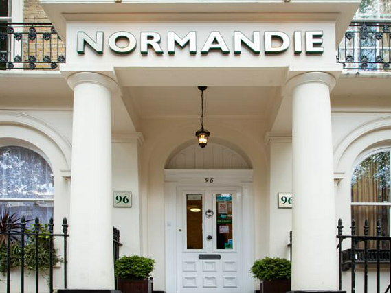 L'esterno dell'Normandie Hotel London
