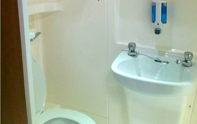 A typical bathroom at Colliers Hotel