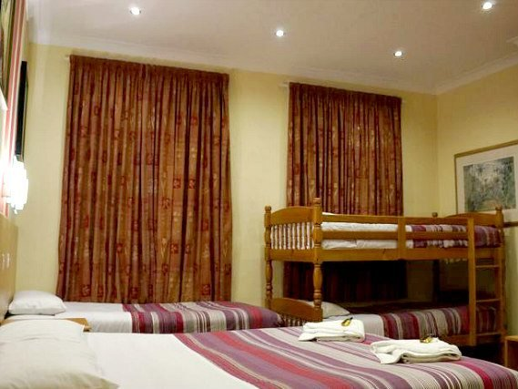 Il dormitorio in London Guest House Acton